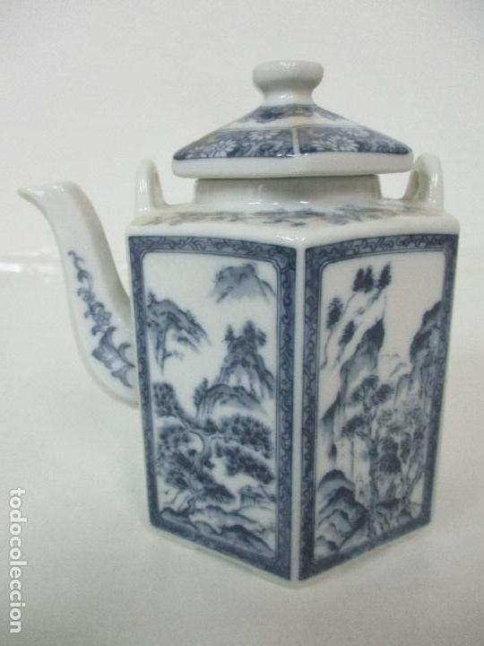 BONITA CAFETERA CHINA - PORCELANA - CON DECORACIÓN ORIENTAL - S. XX (Antigüedades - Porcelanas y Cerámicas - China)
