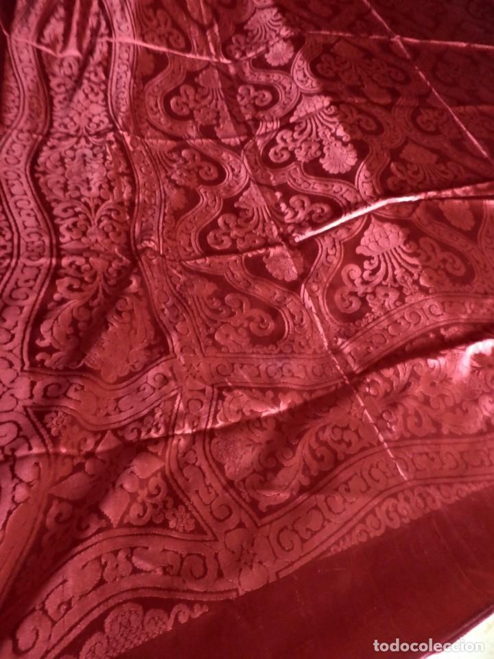 Antigüedades: Preciosa colcha de seda años 1900 en color rojo intenso y oscuro. De ajuar, buen estado. - Foto 4 - 108982035