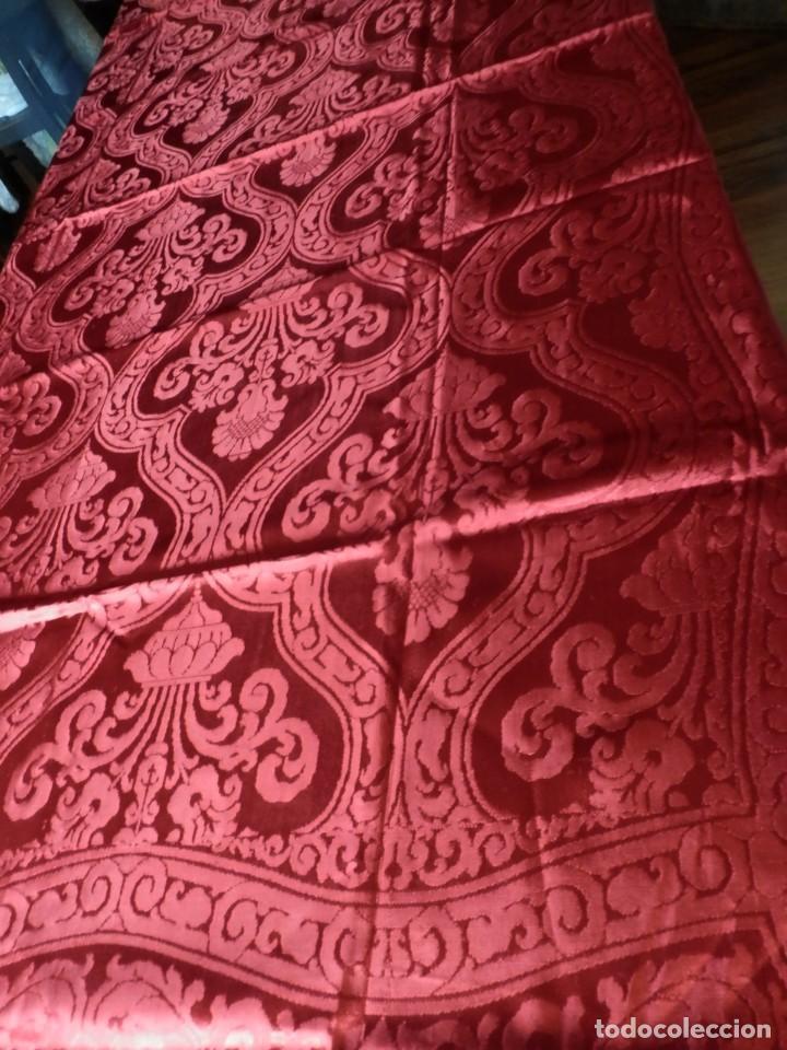 Antigüedades: Preciosa colcha de seda años 1900 en color rojo intenso y oscuro. De ajuar, buen estado. - Foto 5 - 108982035