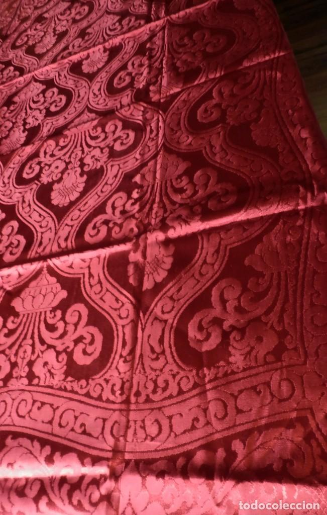 Antigüedades: Preciosa colcha de seda años 1900 en color rojo intenso y oscuro. De ajuar, buen estado. - Foto 6 - 108982035