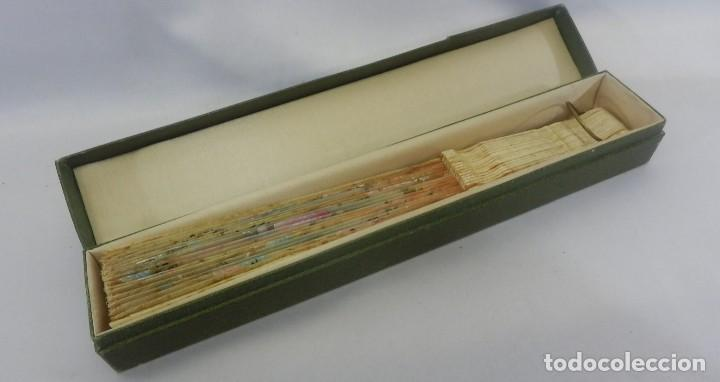 Antigüedades: Precioso abanico 1880 en hueso, pintado a mano, en caja de origen, Bruno Barcelona. - Foto 3 - 108989419