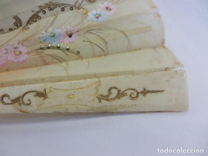 Antigüedades: Precioso abanico 1880 en hueso, pintado a mano, en caja de origen, Bruno Barcelona. - Foto 6 - 108989419