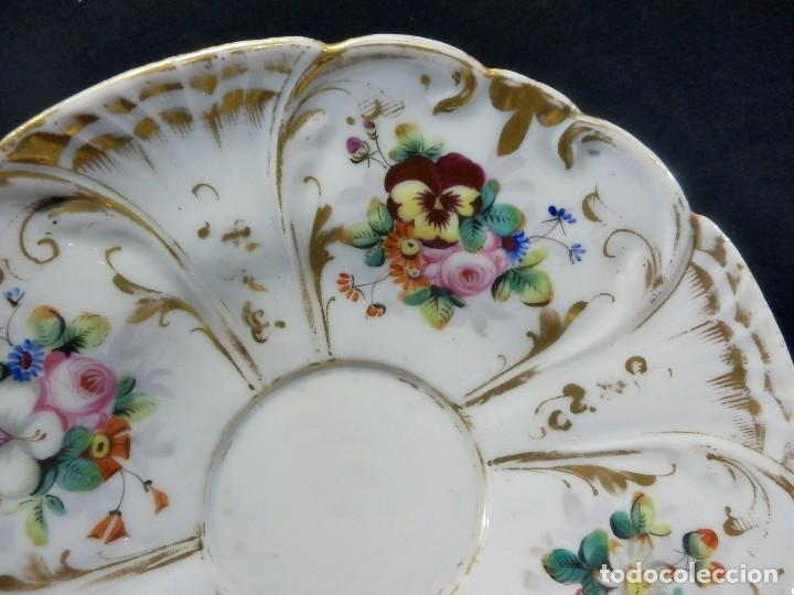 Antigüedades: Bombonera en porcelana pintada a mano datada en base Barcelona 1860 - Foto 6 - 108991883
