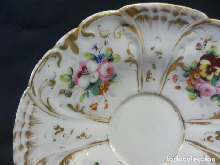Antigüedades: Bombonera en porcelana pintada a mano datada en base Barcelona 1860 - Foto 7 - 108991883