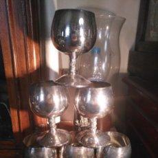 Antigüedades: JUEGO DE 6 COPAS ALPACA METAL PLATEADO CUELLO LABRADO 10.5 CM SELLO ANGULO. Lote 108994131