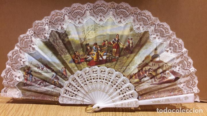 BONITO ABANICO CON ESCENAS DE GOYA / PERFECTO ESTADO / VARILLAS BLANCAS Y DORADAS. VENTIMILLA. (Antigüedades - Moda - Abanicos Antiguos)