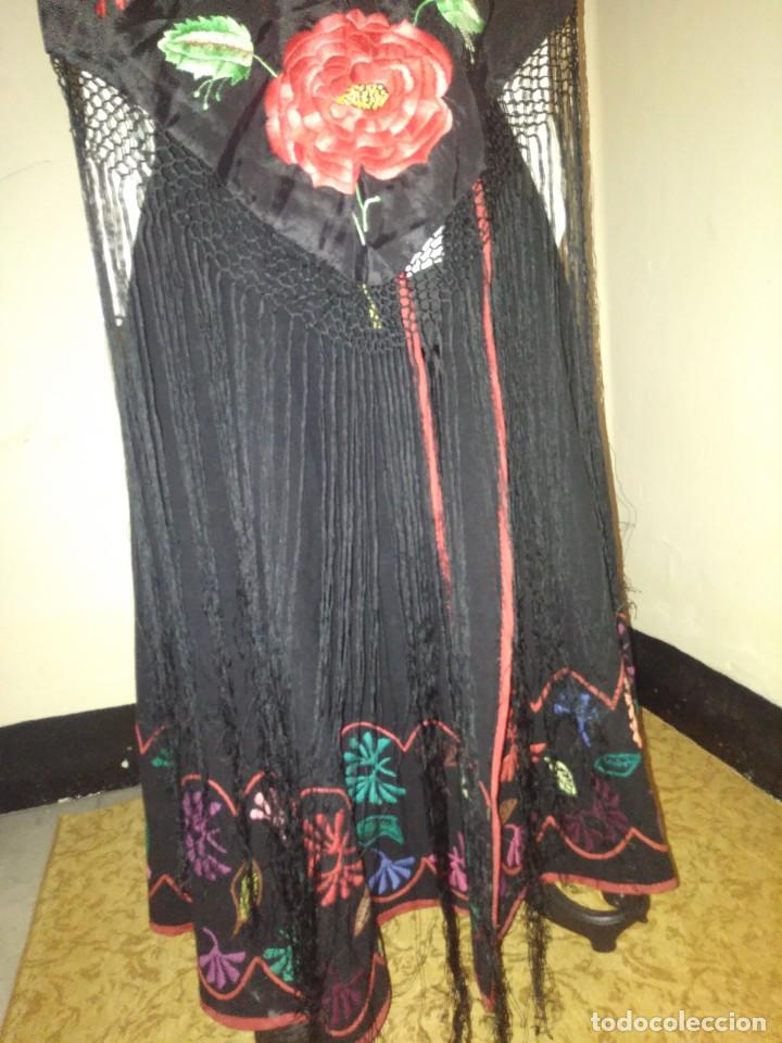 Antigüedades: Precioso mantón de pequeño tamaño de sedalina bordado a mano estilo Manila - Foto 9 - 109050087