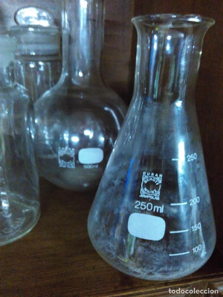 Antigüedades: Frasco. Buenisimo lote de frascos, embudo y probetas de cristal antiguos de farmacia o laboratorio. - Foto 3 - 109054571