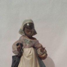 Antigüedades: FIGURA LLADRÓ DE JOVENCITA DE 28 CM. Lote 109054627
