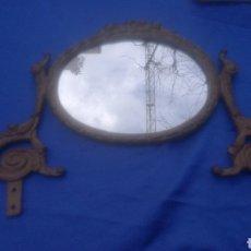 Antigüedades: ESPEJO DE TOCADOR CENEFA O REMATE PARA MUEBLE AUXILIAR, 35 X 25 CM METÁLICO DORADO. Lote 109069816