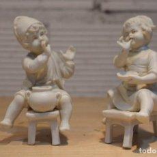 Antigüedades: PAREJA DE NIÑOS PALILLEROS, BISCUIT BLANCO CENTROEUROPEO ,FINALES DEL SIGLO XIX. Lote 109071159