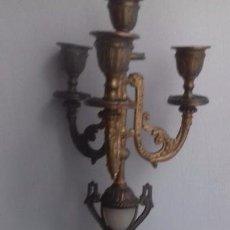 Antigüedades: PRECIOSO CANDELABRO FRANCES ESTILO BARROCO. EN TORNO A 1880. MARMOL Y ALEACION DE CINC. Lote 130848051