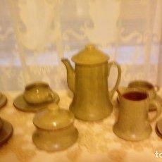 Antigüedades: ARTESANAL, ANTIGUO JUEGO DE CAFE DE CERAMICA LA BISBAL DE ALFARERIA APARICIO DE DISEÑO AÑO 80 FIRMAD. Lote 109188035