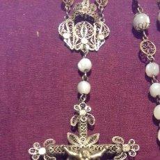 Antigüedades: EXCEPCIONAL ROSARIO SIGLO XIX, EN PLATA DORADA, FILIGRANA, CUENTAS NACAR,44 CM LARGO. Lote 109108959