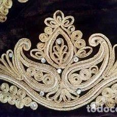 Antigüedades: CENEFA BORDADA SOBRE TERCIOPELO MARRÓN. Lote 109234407