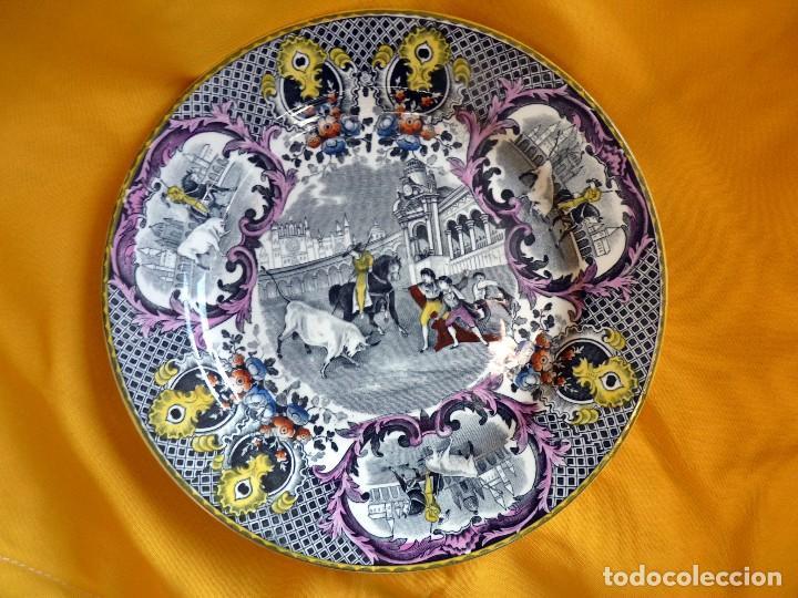 EXCLUSIVO PLATO HOLANDÉS CERÁMICA TOROS SEVILLA (Antigüedades - Porcelana y Cerámica - Holandesa - Delft)