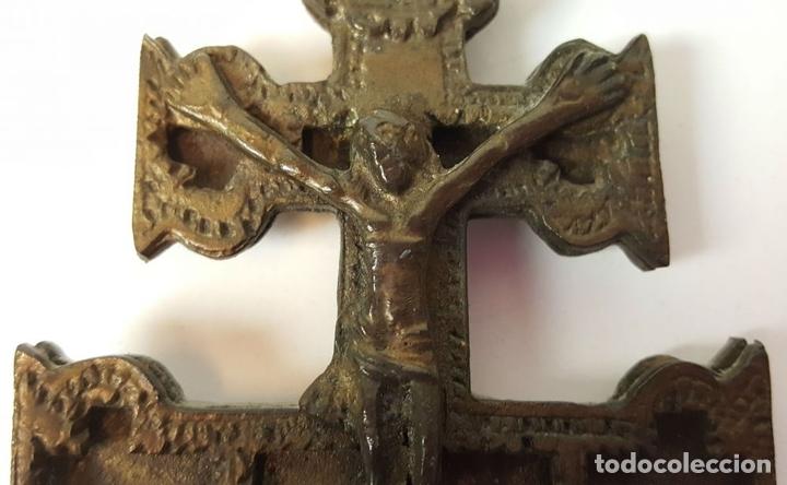 Antigüedades: PAREJA DE CRUCES DE CARAVACA. BRONCE. SIGLO XIX-XX. - Foto 6 - 109254799