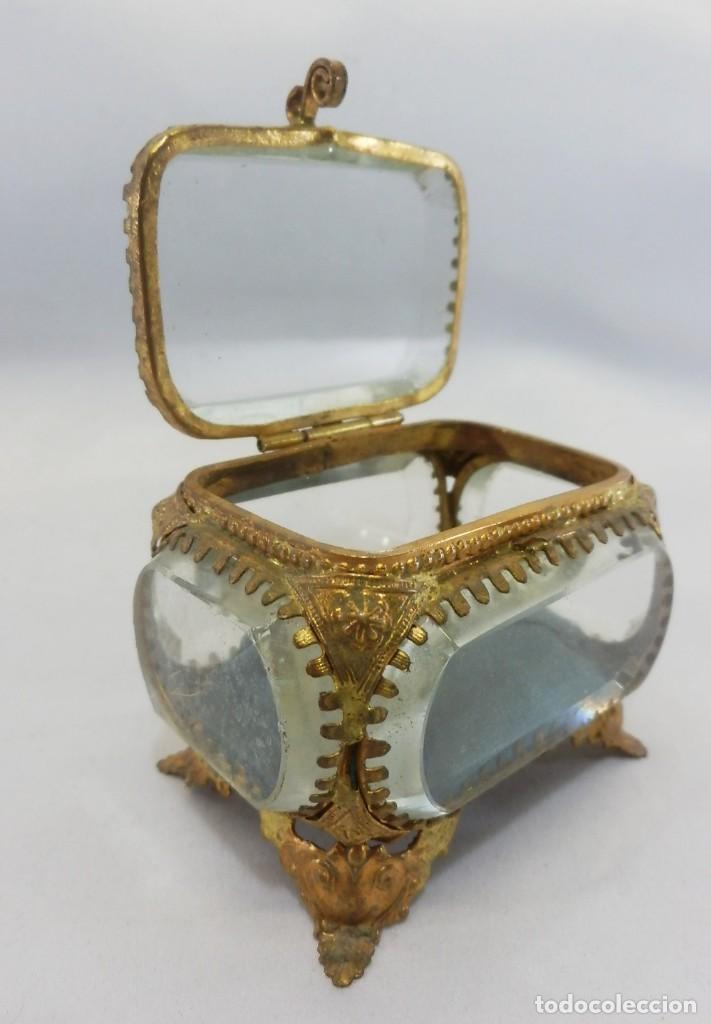 Antigüedades: Joyero, Coffret à Bijoux cristal de roca biselado, y ormulú oro molido. S XIX , Napoleón III - Foto 5 - 109276971