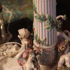 Antigüedades: LAMPARA DE MESA DE PORCELANA DE SAJONIA TAMAÑO GRANDE. Lote 109304155