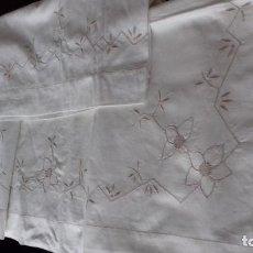 Antigüedades: ANTIGUA SABANA CON FUNDA BORDADA A MANO CON VAINICA, COLOR CRUDO, PARA CAMA INDIVIDUAL.. Lote 109314267