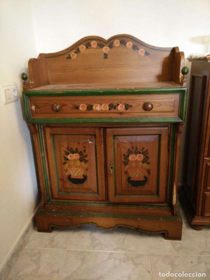 mueble auxiliar de madera pintado a mano comprar muebles