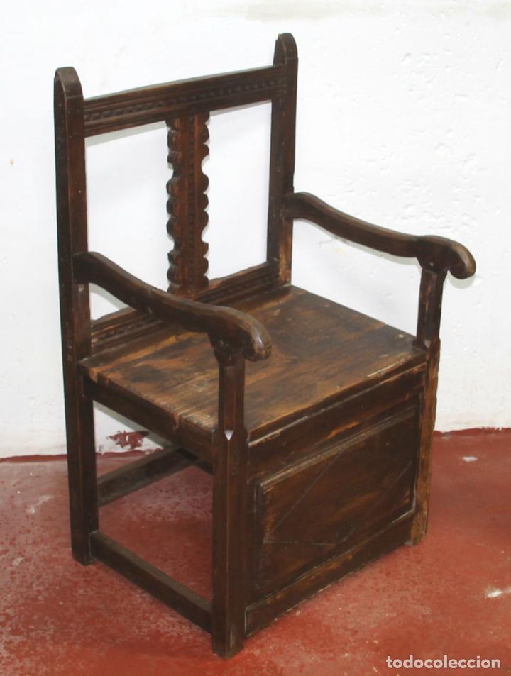 SILLON FRAILERO. MADERA DE PINO. ESTILO RUSTICO DE LOS PIRINEOS. ESPAÑA. SIGLO XVIII. (Antigüedades - Muebles Antiguos - Sillones Antiguos)