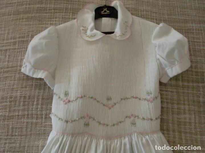 Antigüedades: Antiguo vestido comunión de rayón con bordados de guipu - Foto 2 - 109355051