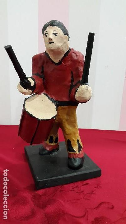 FIGURA DE PAPEL MACHÉ TAMBORILERO CATALÁN (Antigüedades - Hogar y Decoración - Otros)