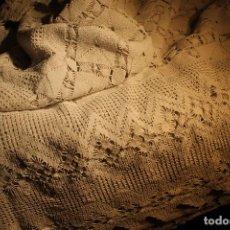 Antigüedades: COLCHA CUBRECAMA DE GANCHILLO. Lote 109387923