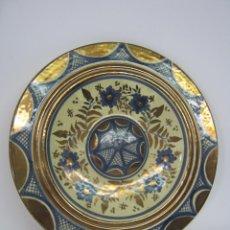 Antigüedades: BELLO PLATO CERAMICA MANISES REFLEJOS METALICOS - FIRMADO Y NUMERADO. Lote 109388187