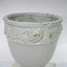 Antigüedades: CERAMICA VALENCIANA BLANCA ESMALTADA 12 CM - HUEVERA AVESTRUZ. Lote 109392931