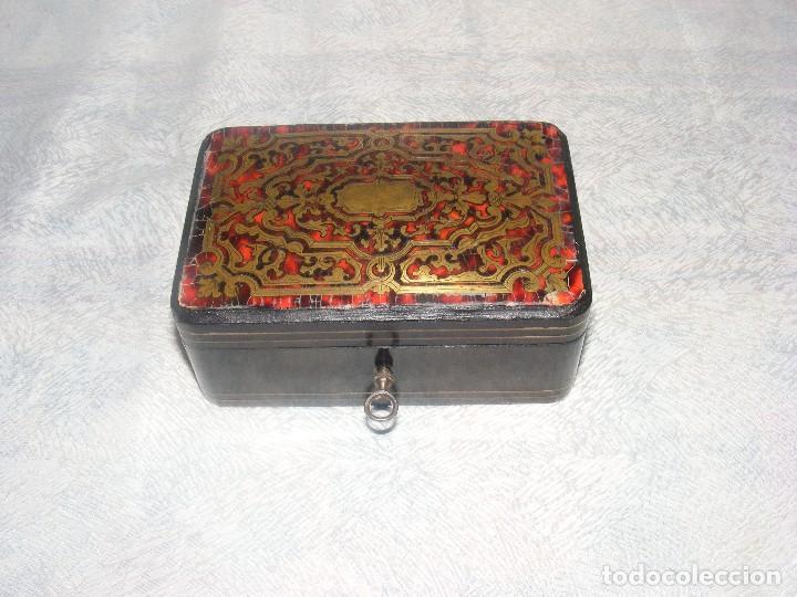 CAJA MARQUETERIA METAL Y CONCHA DE TORTUGA (Antigüedades - Hogar y Decoración - Cajas Antiguas)