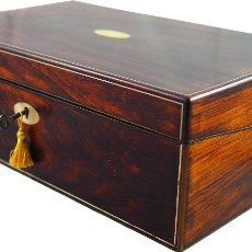 Antigüedades: ANTIGUA CAJA ESCRITORIO DE MADERA DE PALO ROSA Y NÁCAR. CIRCA 1820. Lote 43193414