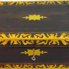 Antigüedades: ESCRITORIO INGLES S.XIX DE PALOROSA Y LATÓN. Lote 53182208