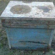 Antigüedades: ANTIGUA COLMENA DE MADERA PRECIOSA. Lote 109438835