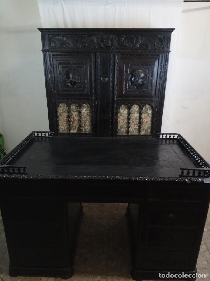 ELEGANTE DESPACHO TALLADO TIPO RENACIMIENTO - ARMARIO CON 2 PUERTAS Y BALDAS Y MESA CON 9 CAJONES (Antigüedades - Muebles Antiguos - Mesas de Despacho Antiguos)