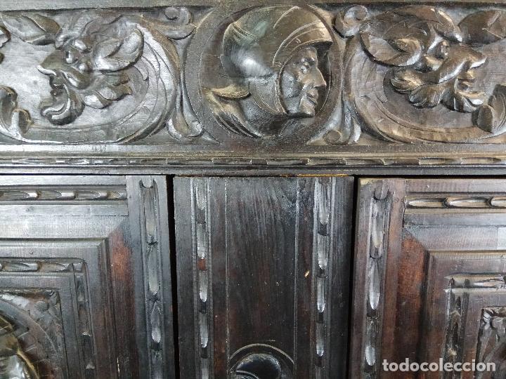 Antigüedades: ELEGANTE DESPACHO TALLADO TIPO RENACIMIENTO - ARMARIO CON 2 PUERTAS Y BALDAS Y MESA CON 9 CAJONES - Foto 8 - 109443299