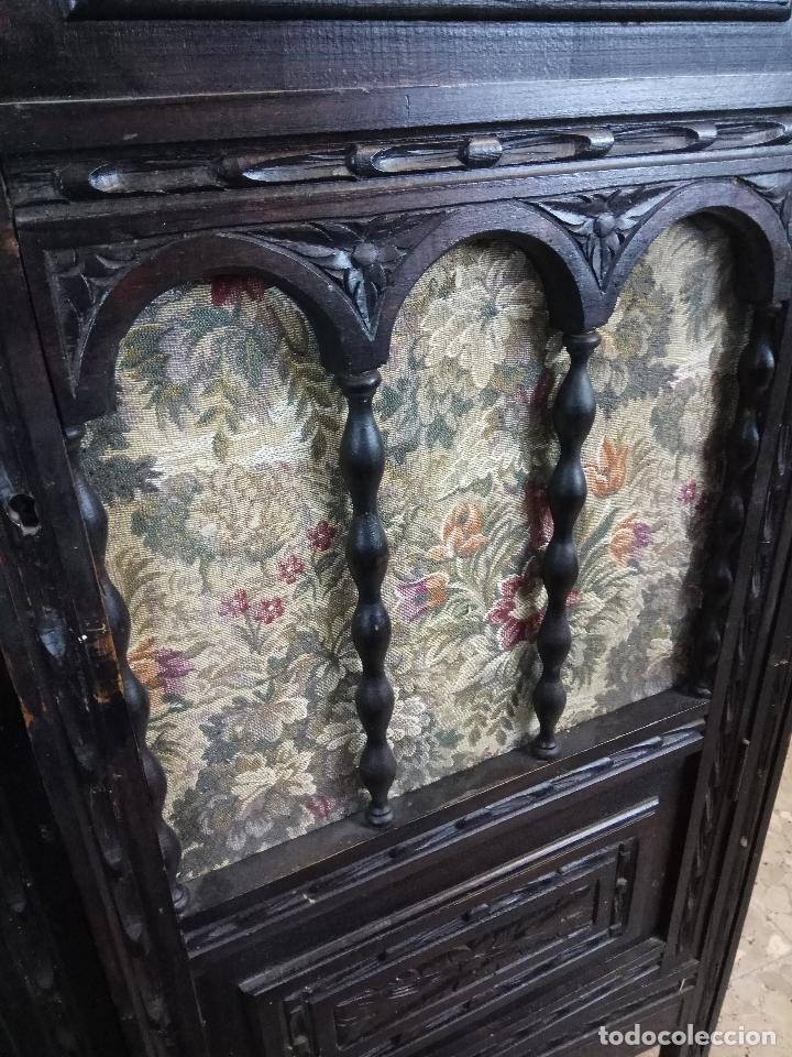 Antigüedades: ELEGANTE DESPACHO TALLADO TIPO RENACIMIENTO - ARMARIO CON 2 PUERTAS Y BALDAS Y MESA CON 9 CAJONES - Foto 9 - 109443299