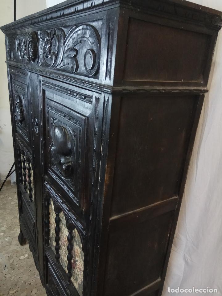 Antigüedades: ELEGANTE DESPACHO TALLADO TIPO RENACIMIENTO - ARMARIO CON 2 PUERTAS Y BALDAS Y MESA CON 9 CAJONES - Foto 12 - 109443299