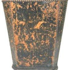 Antigüedades: PAPELERA DE ESCRITORIO. MADERA GUARNECIDA DE PIEL. CIRCA 1950.. Lote 109444443