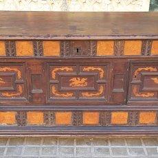 Antigüedades: ARCÓN DE NOVIA. NOGAL CON INCRUSTACIONES DE BOJ. ESTILO BARROCO. ESPAÑA. XVIII-XIX.. Lote 109440755