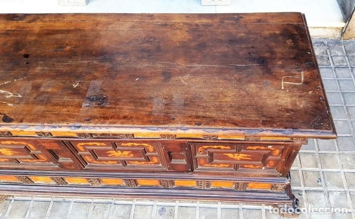 Antigüedades: ARCÓN DE NOVIA. NOGAL CON INCRUSTACIONES DE BOJ. ESTILO BARROCO. ESPAÑA. XVIII-XIX. - Foto 4 - 109440755