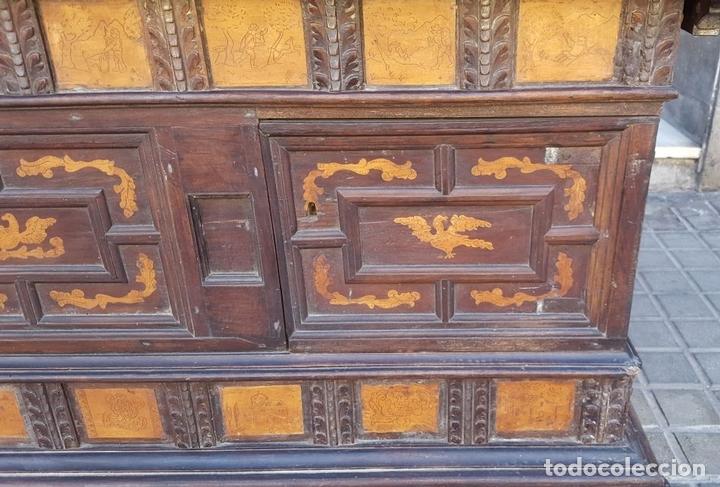 Antigüedades: ARCÓN DE NOVIA. NOGAL CON INCRUSTACIONES DE BOJ. ESTILO BARROCO. ESPAÑA. XVIII-XIX. - Foto 9 - 109440755