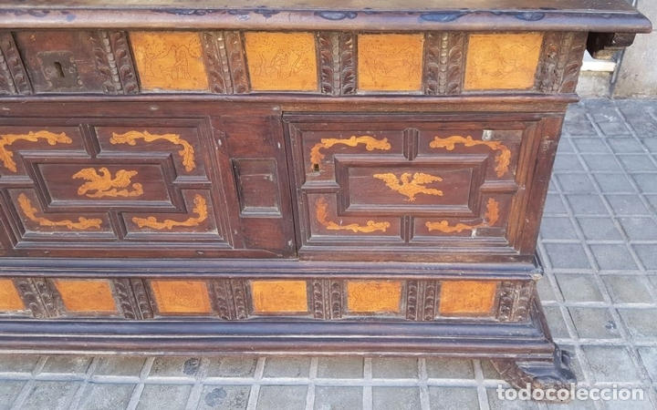 Antigüedades: ARCÓN DE NOVIA. NOGAL CON INCRUSTACIONES DE BOJ. ESTILO BARROCO. ESPAÑA. XVIII-XIX. - Foto 10 - 109440755