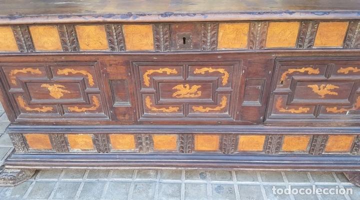 Antigüedades: ARCÓN DE NOVIA. NOGAL CON INCRUSTACIONES DE BOJ. ESTILO BARROCO. ESPAÑA. XVIII-XIX. - Foto 11 - 109440755