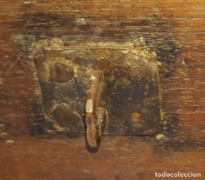 Antigüedades: ARCÓN DE NOVIA. NOGAL CON INCRUSTACIONES DE BOJ. ESTILO BARROCO. ESPAÑA. XVIII-XIX. - Foto 16 - 109440755
