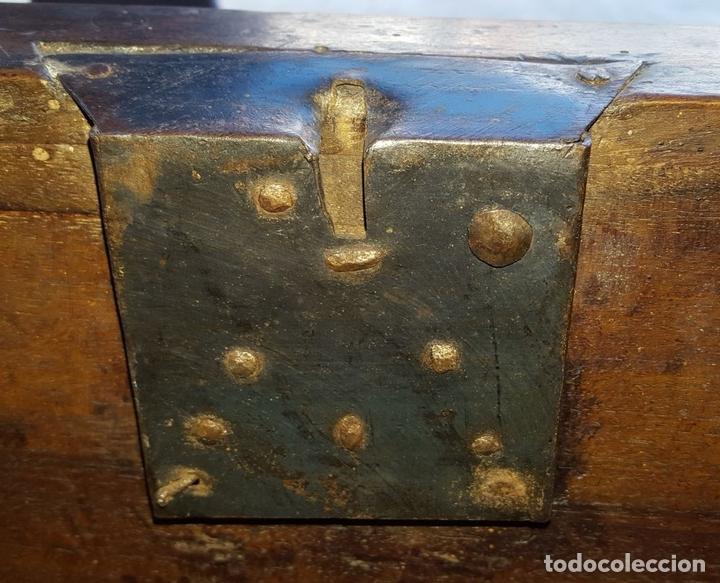 Antigüedades: ARCÓN DE NOVIA. NOGAL CON INCRUSTACIONES DE BOJ. ESTILO BARROCO. ESPAÑA. XVIII-XIX. - Foto 17 - 109440755