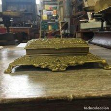 Antigüedades: CAJA DE SELLOS DE CORREOS. BRONCE.. Lote 109450615