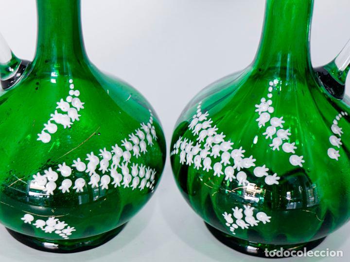 Antigüedades: Pareja de jarras victoriana en cristal verde esmeralda 22 cm - Foto 4 - 109451583