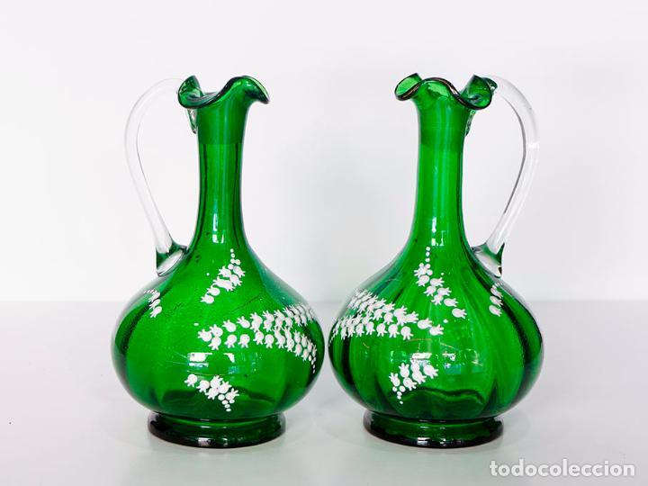 Antigüedades: Pareja de jarras victoriana en cristal verde esmeralda 22 cm - Foto 5 - 109451583